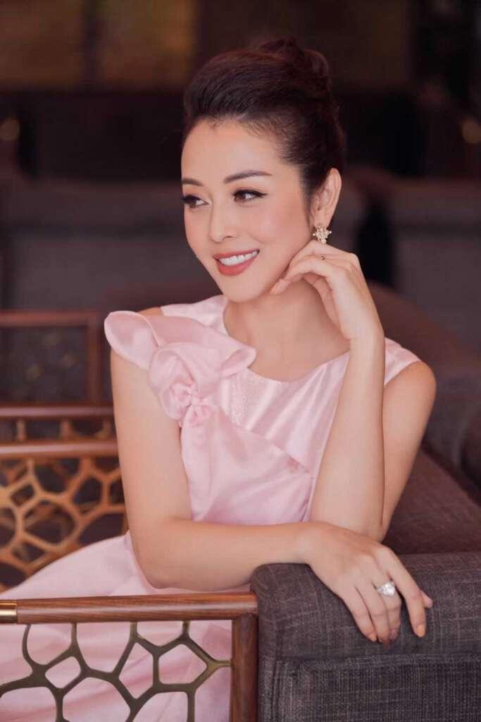 Anh Con Gai Jennifer Pham Choi Golf Thuong Luu O Ha Noi Phat Hien Diem Dac Biet O Co Be