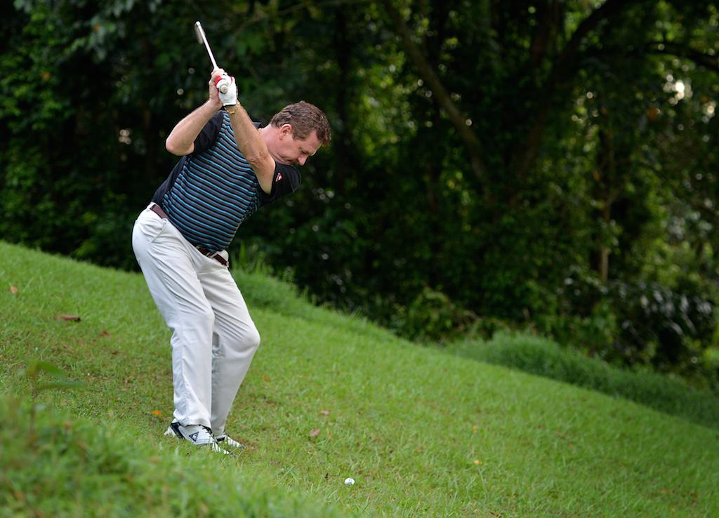 kỹ thuật đánh golf trên địa hình dốc