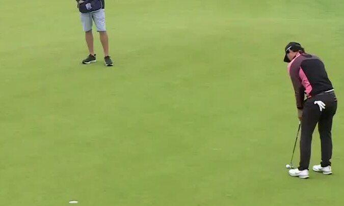 Lee Min Woo ghi birdie cách 2,7 mét
