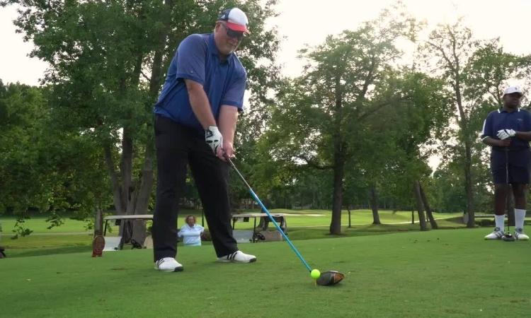 Cuộc sống của golfer mù Chad NeSmith