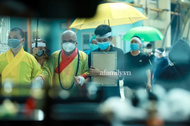 Phi Nhung đang trên chuyến bay về Mỹ đoàn tụ với con gái ruột - Ảnh 3.